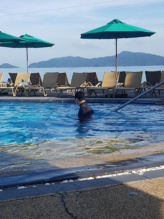 코타키나발루 탄중 샹그릴라 수영장