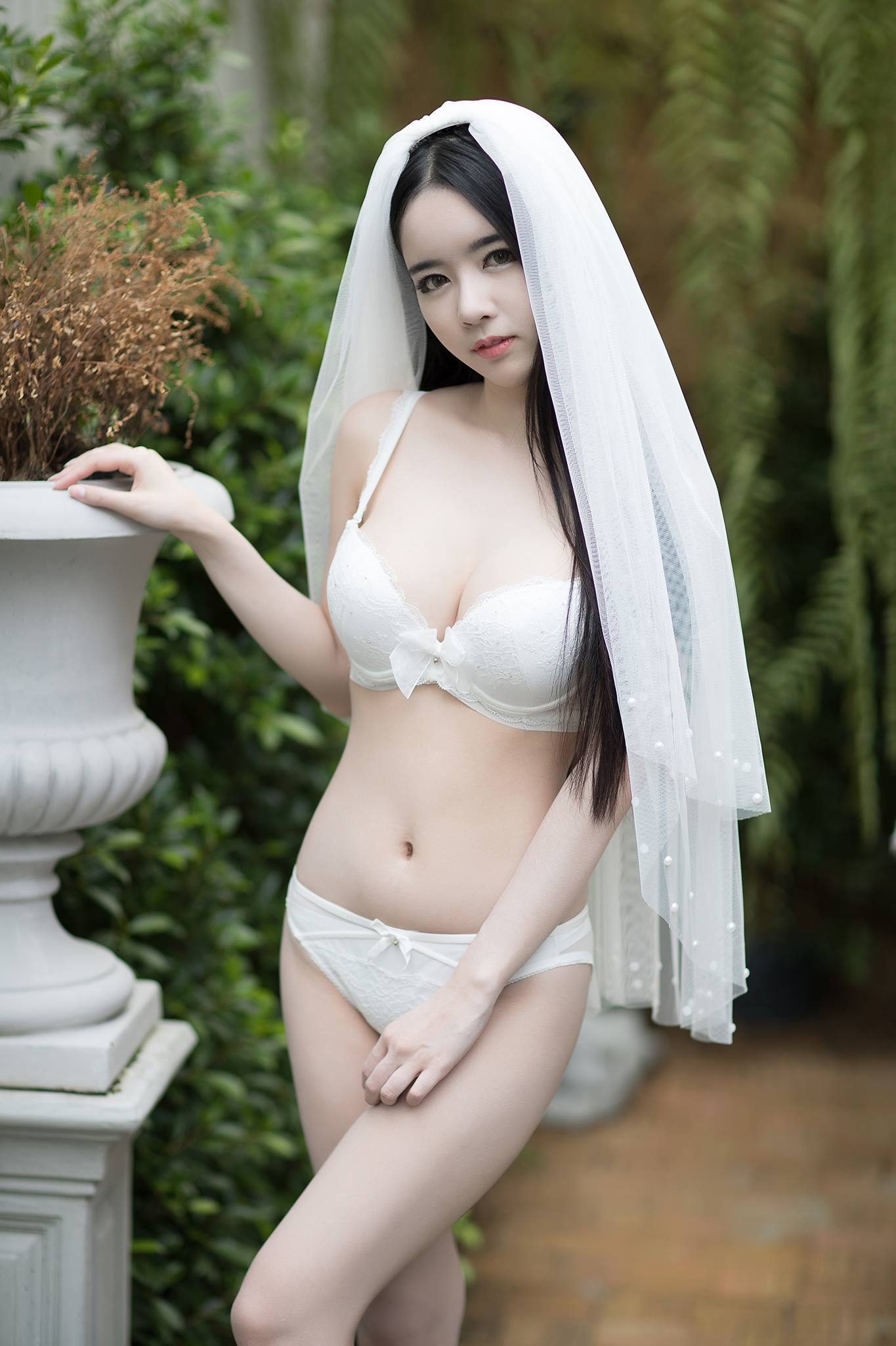 pure & hot lingerie Asian girl