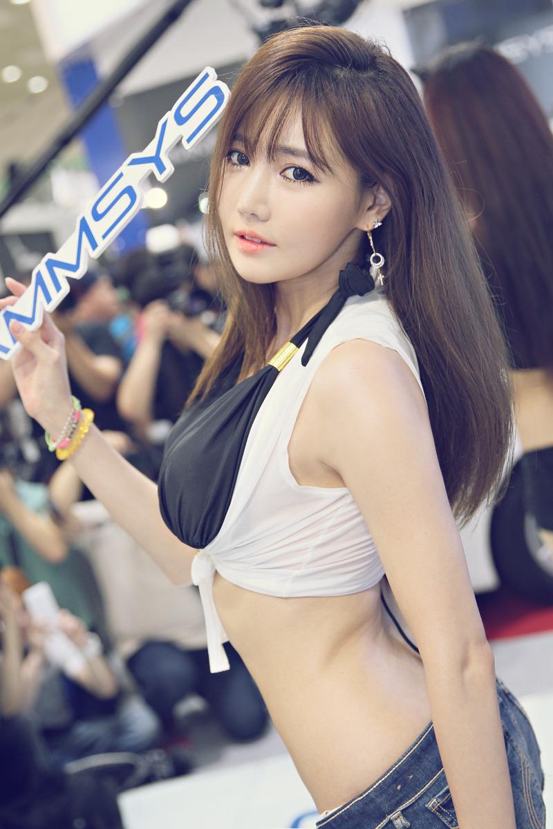 cool curved Korean model